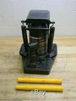 Omega Lift Heavy Duty Hydraulic Toe Jack 10 Ton Capacity 5-3/4 Stroke 13200